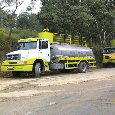 Abastecimento de água com caminhão pipa