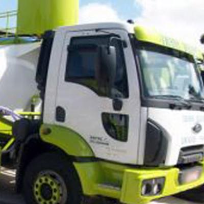 Entrega de água potável com caminhão pipa